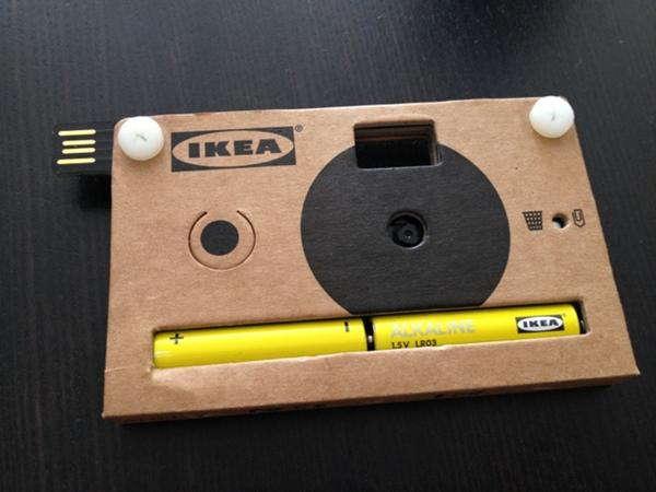 Fotocamera digitale Ikea in cartone